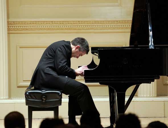 New York Times – Review: A Carnegie Recital Pushes the Piano to Its Limits