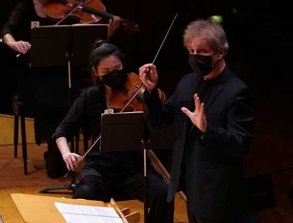 Front Row Reviewers – In Salt Lake City, Utah Symphony Makes Triumphant Return to Abravanel Hall In Bach's Brandenburg Concerto No. 3 with Schoenberg
