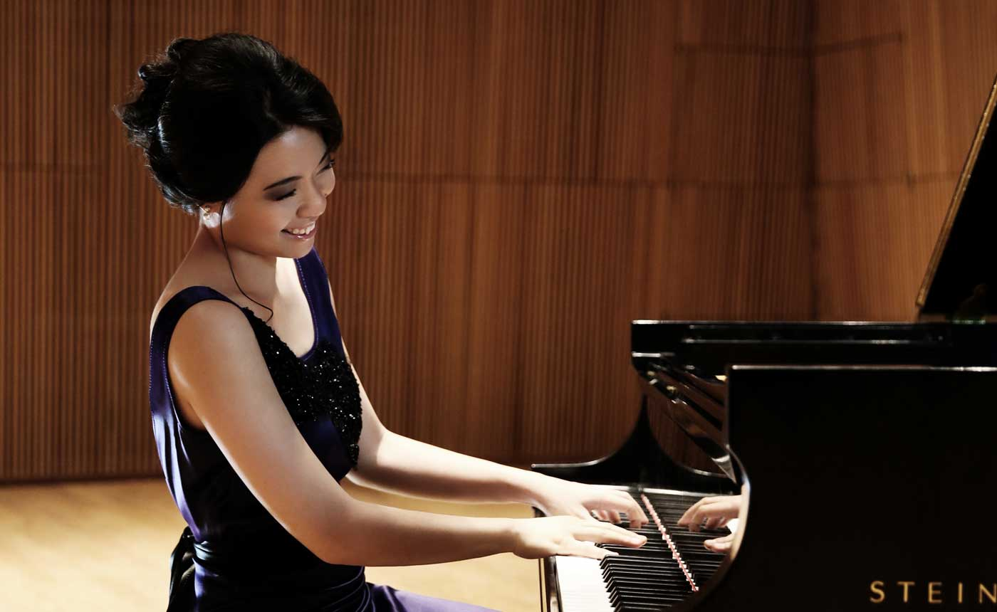 Fischer conducts Gershwin & Dvorák