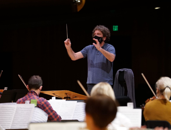 Asher Fisch rehearsing with Utah Symphony