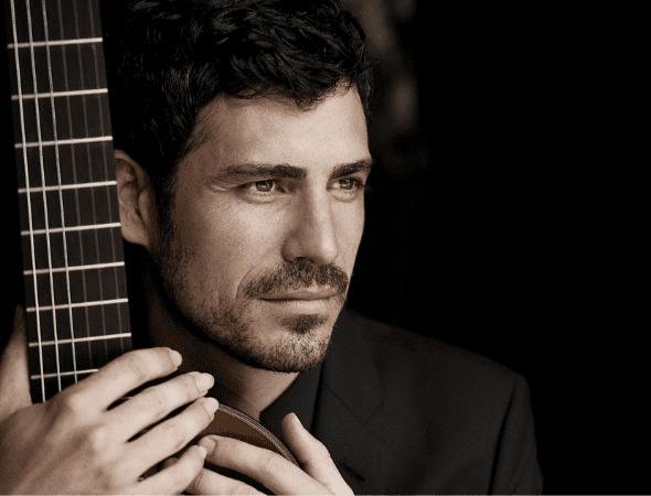 Pablo Sáinz Villegas posing with guitar